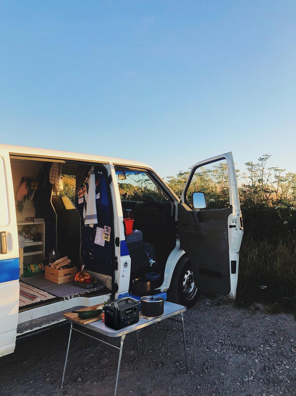 van camping-car voyage generateur electrique solaire ecoflow river pro 1440Wh