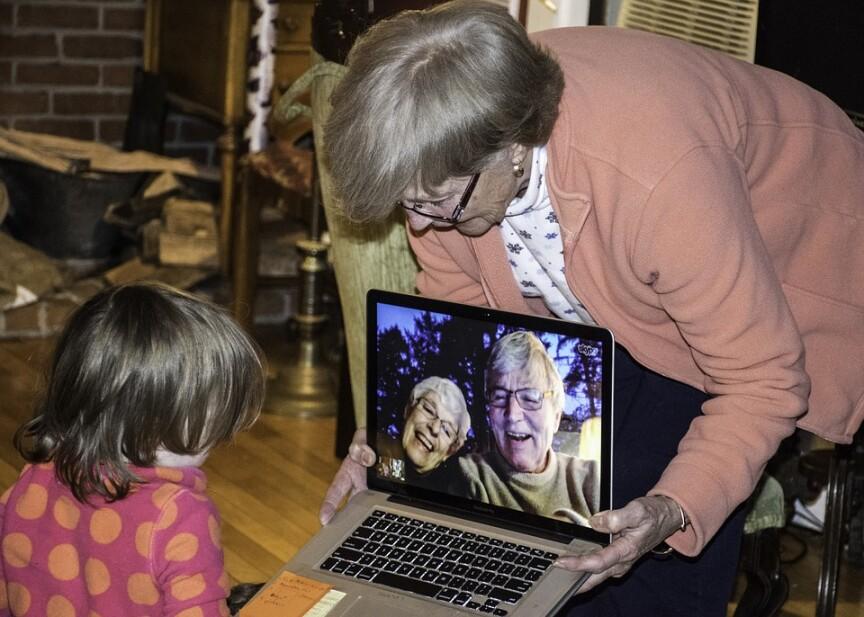 Quelles sont les nouvelles technologies pour voir ses grands parents plus souvent ?